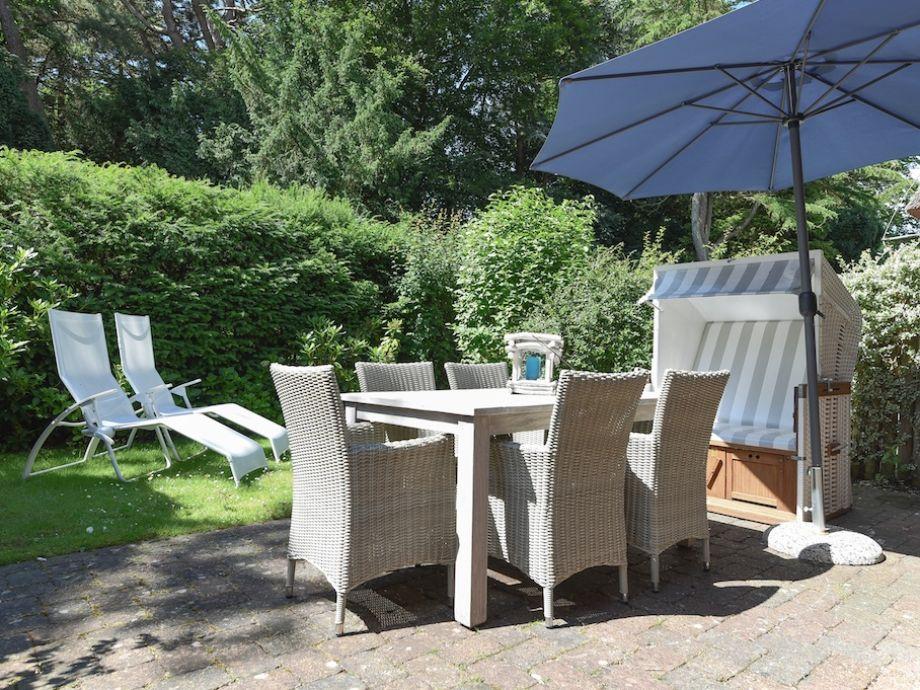 Gemütliche Gartenmöbel stehen für Sie bereit