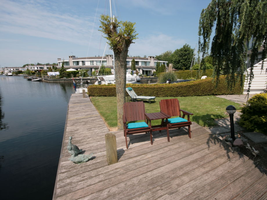 ferienhaus haus am wasser ijsselmeer lemmer firma aqua state ferienwohnungen frau nina. Black Bedroom Furniture Sets. Home Design Ideas