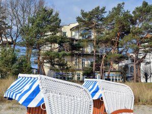 Apartment Stranpromenade - 1. row at the sea incl. beach chair