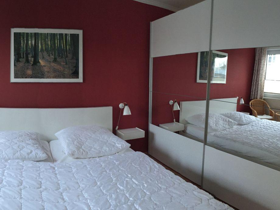 hulsta kleiderschrank mit tv fach 154953 neuesten ideen. Black Bedroom Furniture Sets. Home Design Ideas