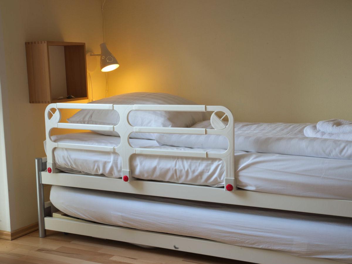 ferienwohnung binz sterntaucher im haus strelasund ostsee insel r gen binz direkt am strand. Black Bedroom Furniture Sets. Home Design Ideas