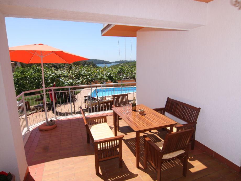 Terrasse mit Sitzgruppe und Meerblick