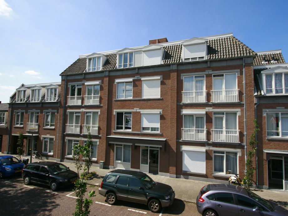 Apartment residence de l 39 europe noordstraat 19d domburg for Apartments with private garage