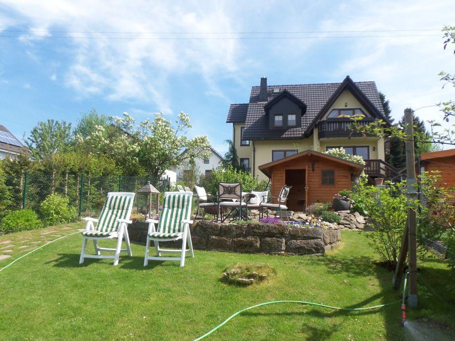 Blick vom Garten zum Ferienhaus