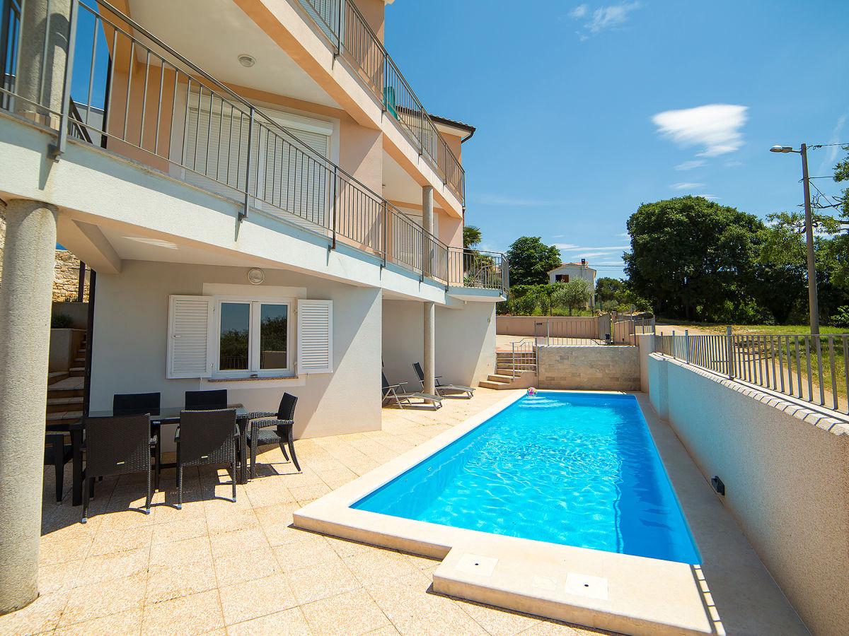 Ferienhaus irene kroatien porec istrien herr denis for Kroatien villa mit pool