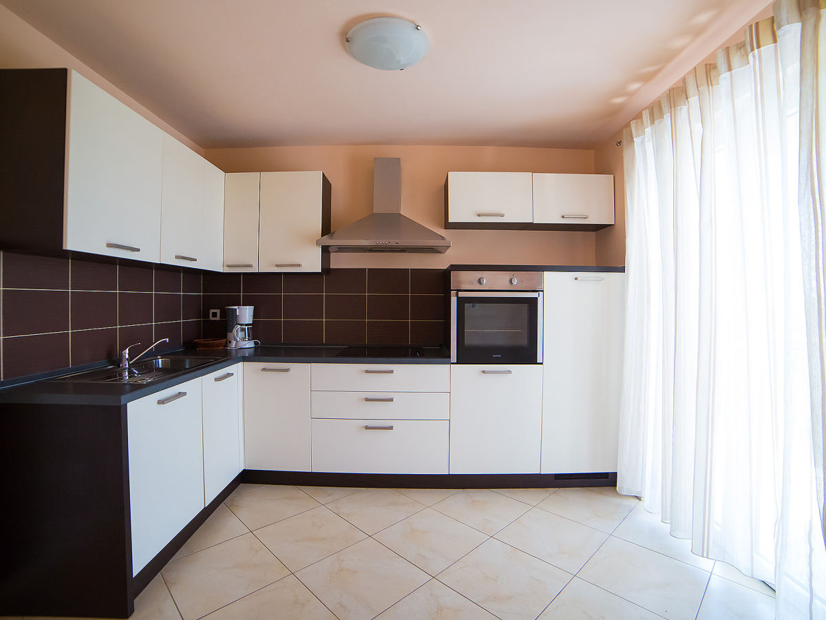 ferienhaus irene kroatien porec istrien herr denis zivolic. Black Bedroom Furniture Sets. Home Design Ideas