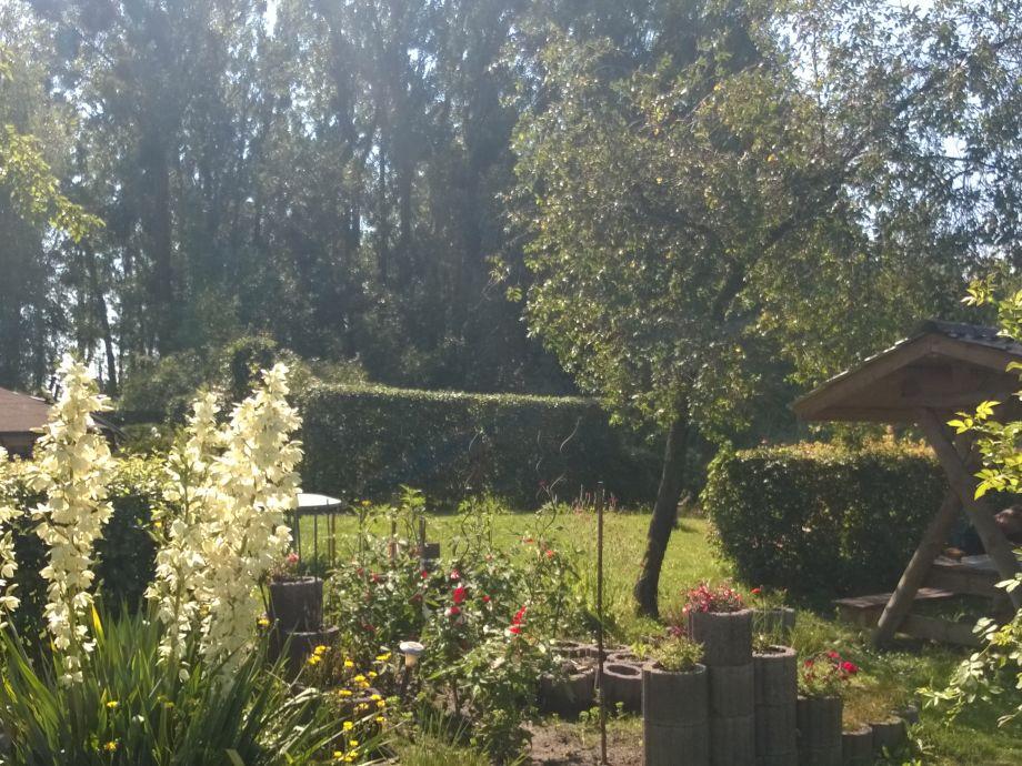 Garten vor dem See