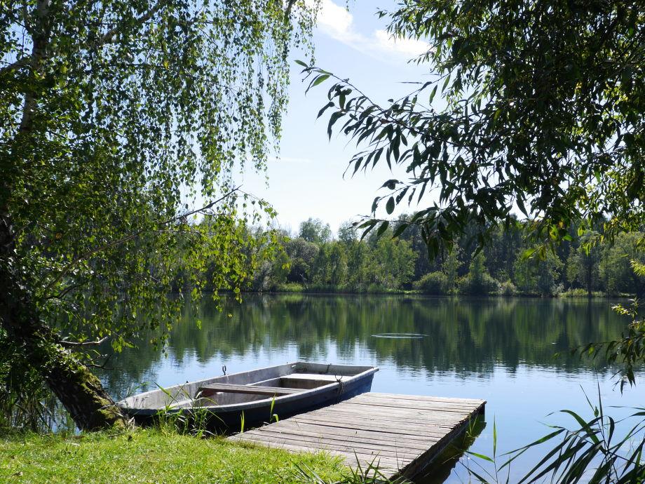 Blick vom Garten zum See
