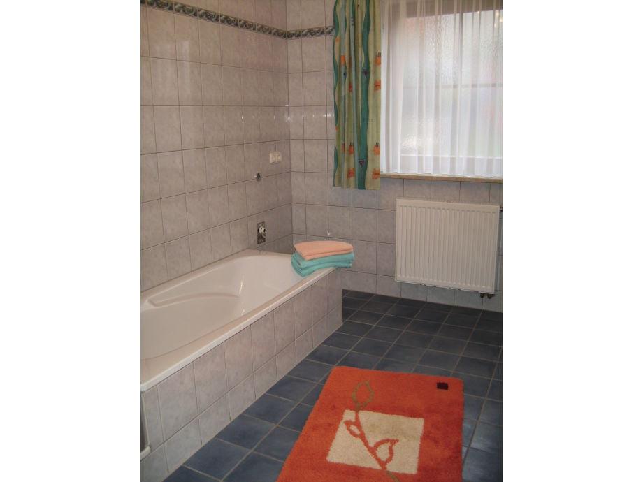 Ferienwohnung im haus panorama bayerischer wald am - Badezimmer mit dusche und badewanne ...