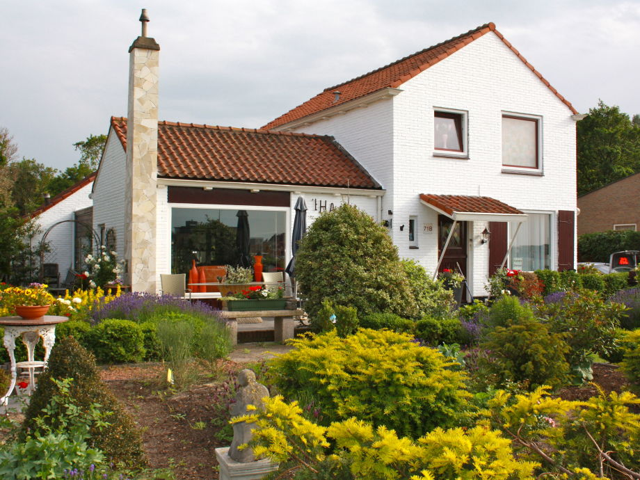 Front of Villa 't Haasduin