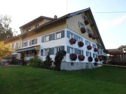 """Hofblick"" auf dem Ferienhof Huber"