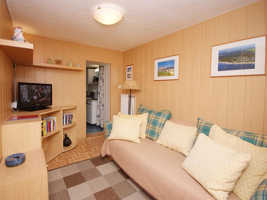 Wohnzimmer mit Flat-TV & DVD-Player