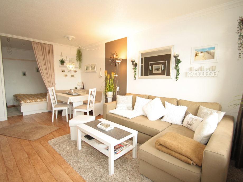 helles Wohnzimmer mit frischem Design