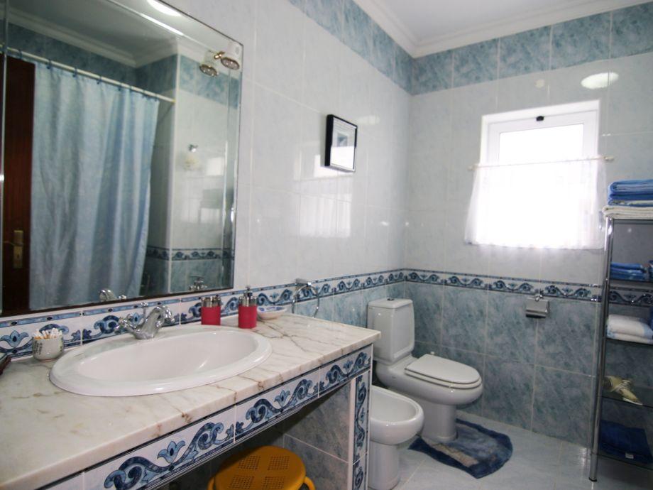 Eines Von 2 Badezimmern
