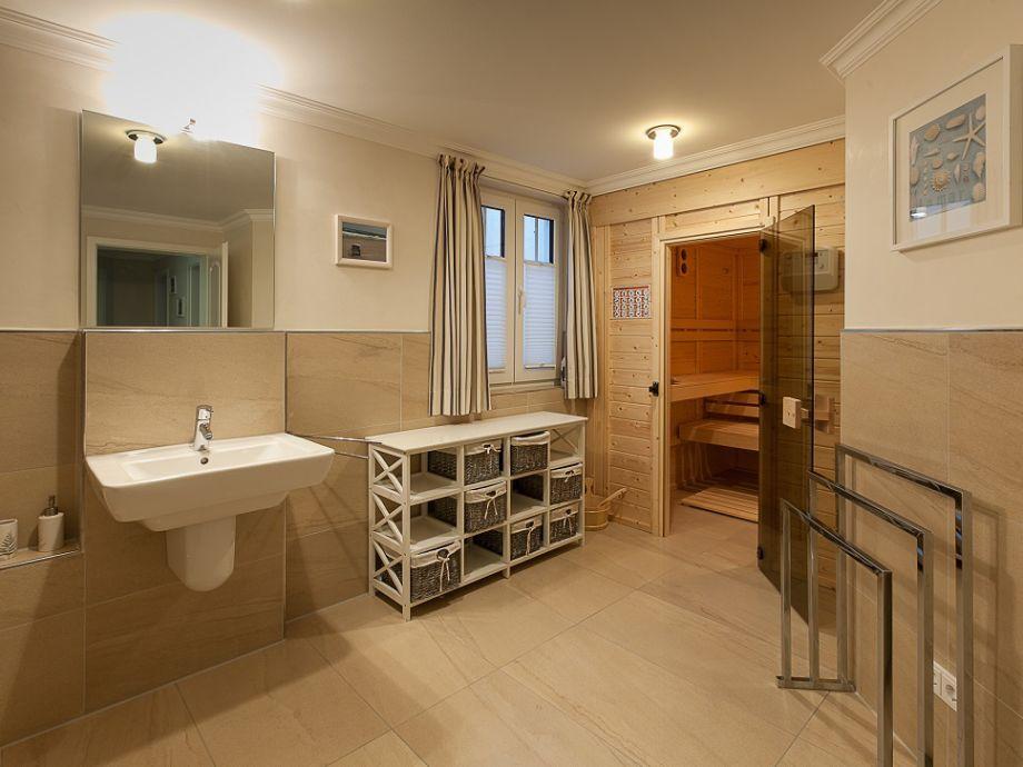 badezimmer mit sauna und whirlpool alle ideen f r ihr. Black Bedroom Furniture Sets. Home Design Ideas