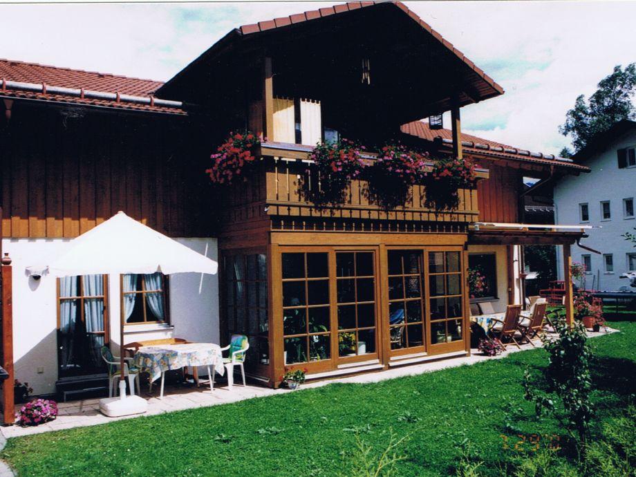 Unser Haus mit der Ferienwohnungs Terrasse