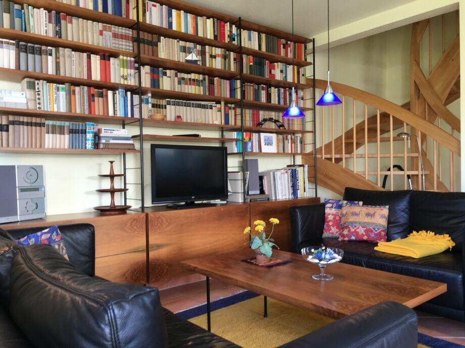 großes Bücherregal gegen Langeweile