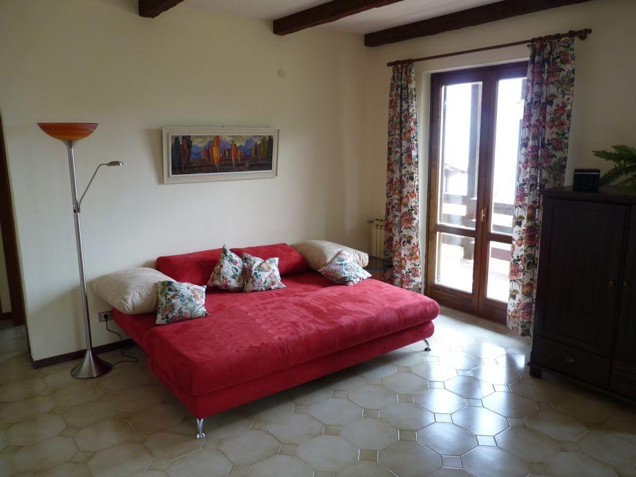 sch ner platz seeblick ferienwohnung gardasee lombardei. Black Bedroom Furniture Sets. Home Design Ideas