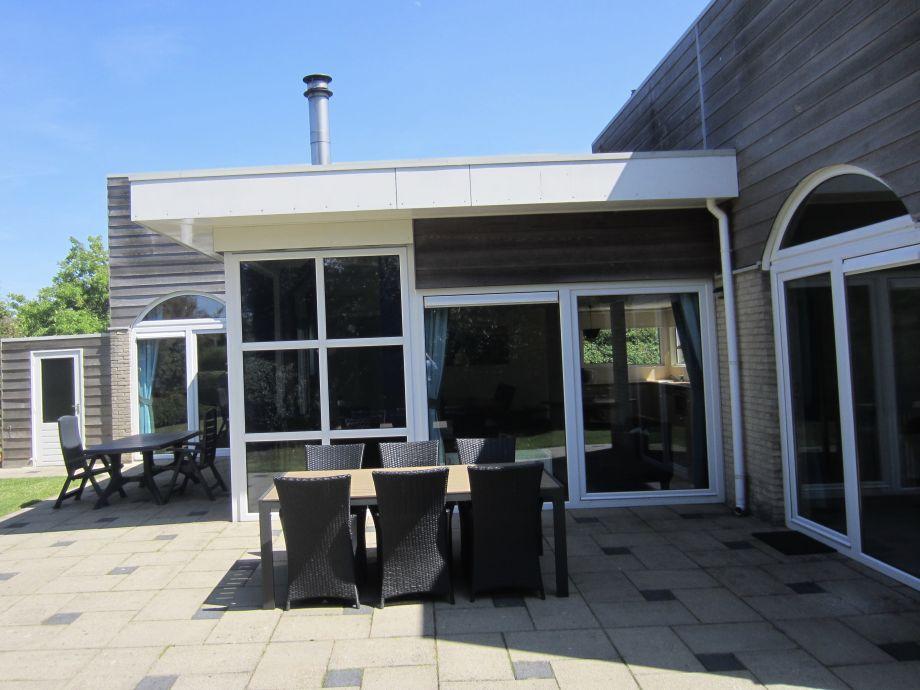 Zwei Terrasse met Möbel