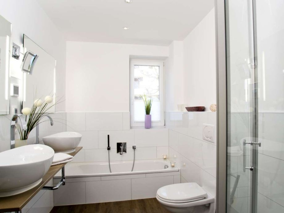 Badewanne Mit Dusche Integriert : Bei Einer Badewanne Mit Duschzone Ist Der Duschbereich In Die Pictures