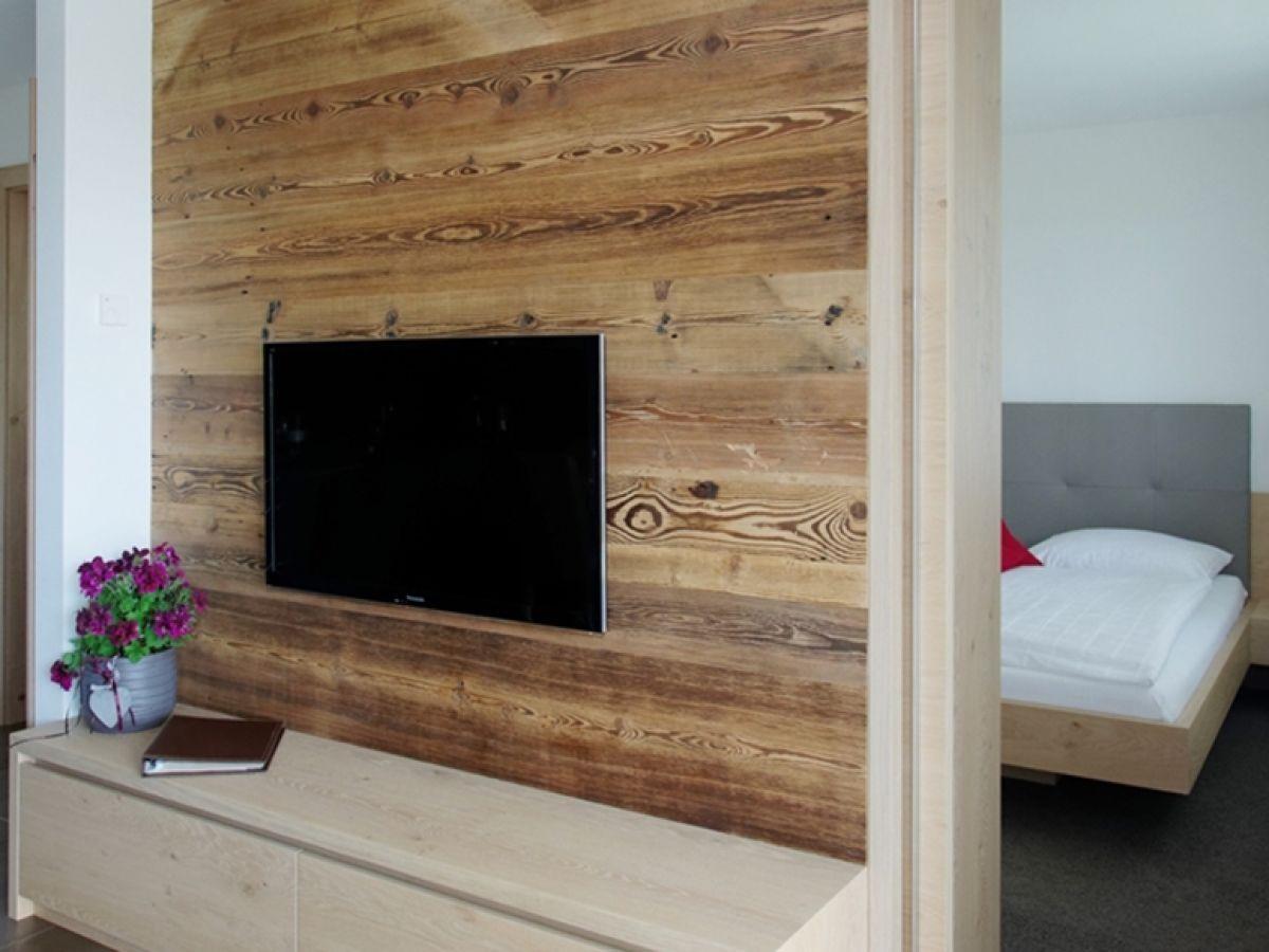 Blick Auf Sat TV Wand Und In Den Schlafraum