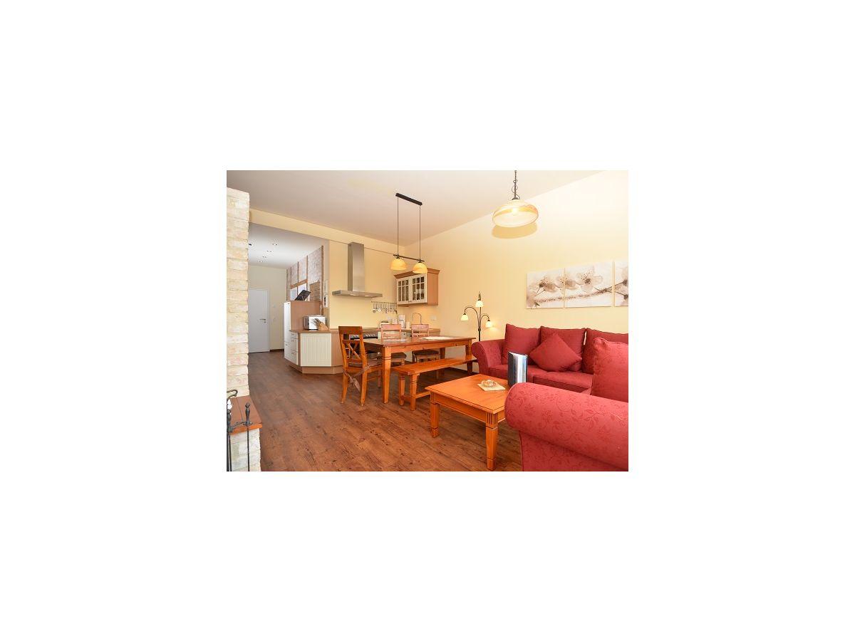 ferienwohnung villa to hus wohnung 2 mit balkon zur s dseite insel r gen in mecklenburg. Black Bedroom Furniture Sets. Home Design Ideas