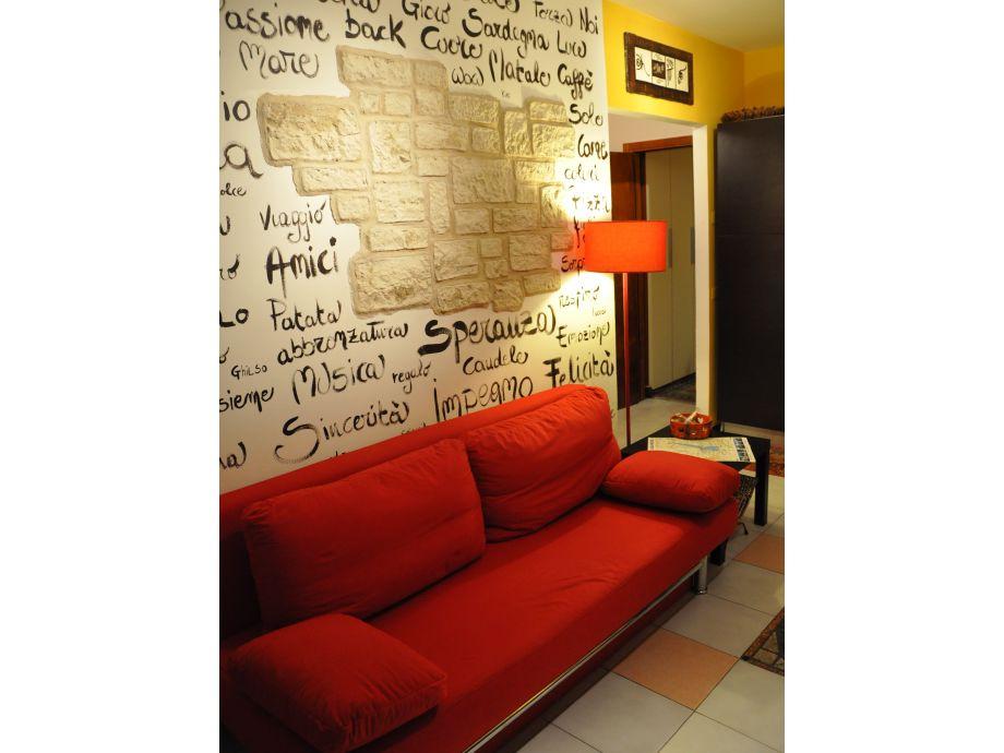 Gemütliche Couch in der Ferienwohnung Folisi