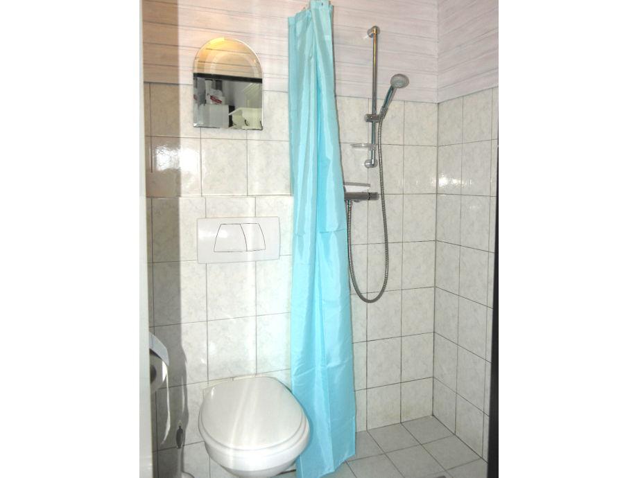 geflieste dusche kosten hell geflieste badezimmer mit dusche der abstellraum mit waschmaschine - Geflieste Dusche Kosten