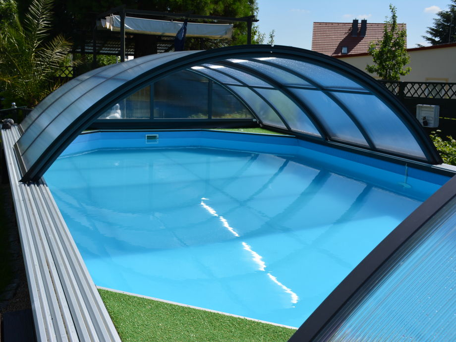 Pool mit Überdachung