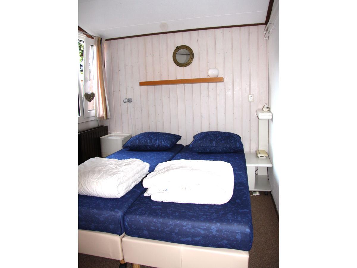 ferienhaus schouwse slag 14 zeeland brouwershaven firma zeeland vakantiewoningen frau frau. Black Bedroom Furniture Sets. Home Design Ideas