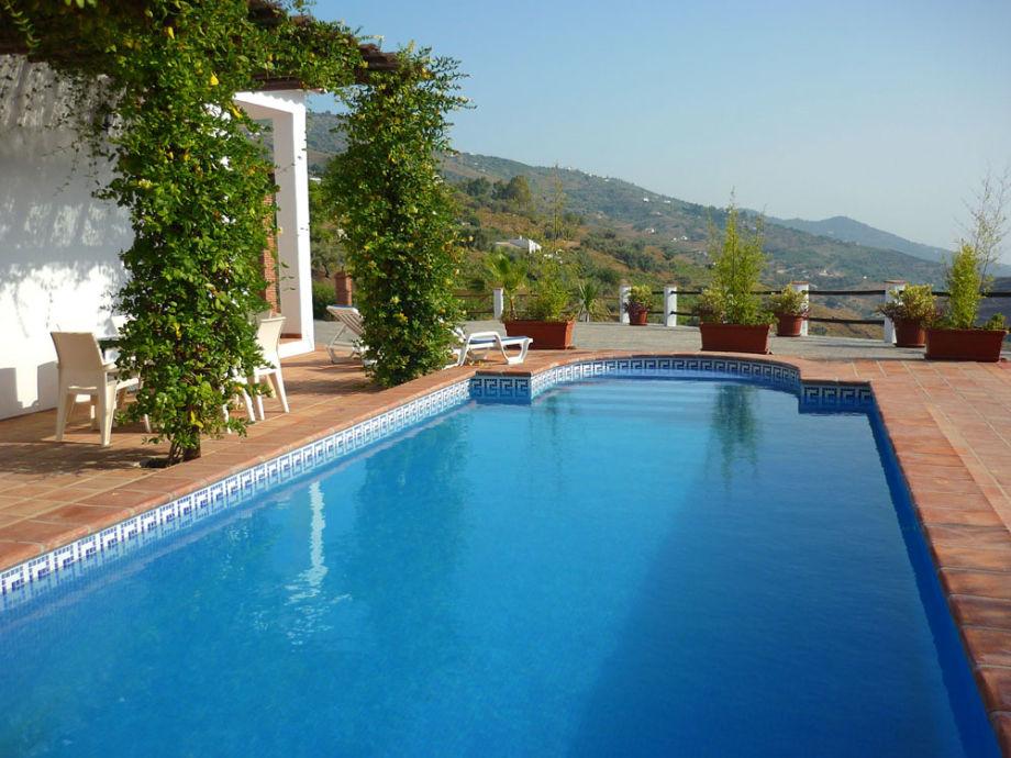 Villa Estilo, 9 m Pool, umg. von herrlicher Landschaft