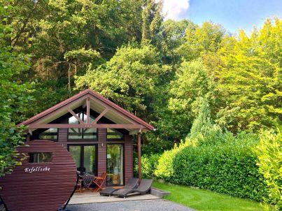 chalet eifelliebe romantisches holzhaus am see nordeifel firma herrliche aussichten. Black Bedroom Furniture Sets. Home Design Ideas