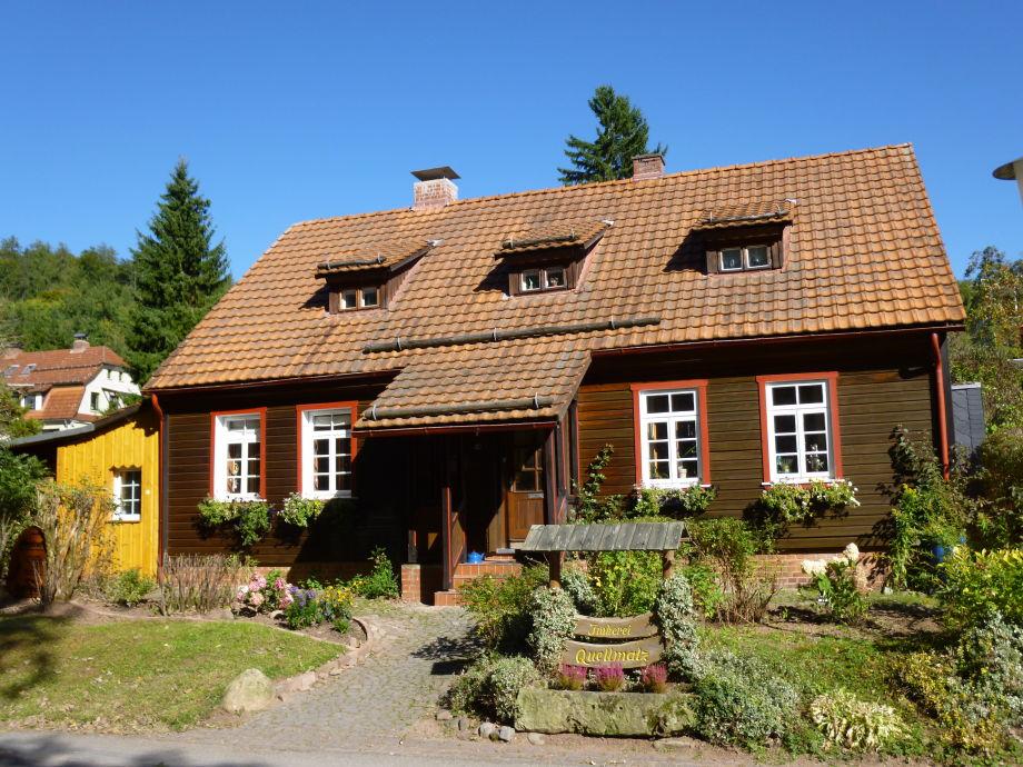 Hausfront mit Eingang