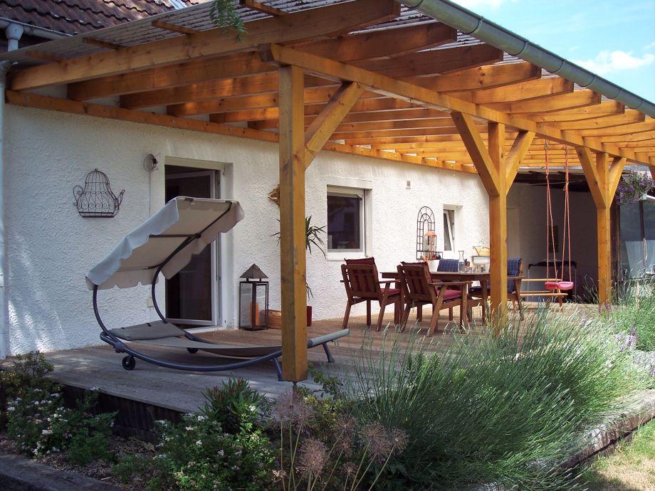 40 m² überdachte Terrasse mit Holzdeck
