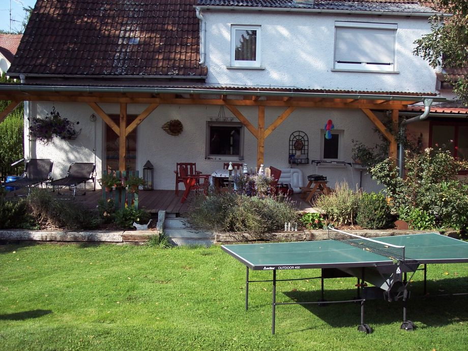 40 m² überdachter Freisitz mit Holzplanke