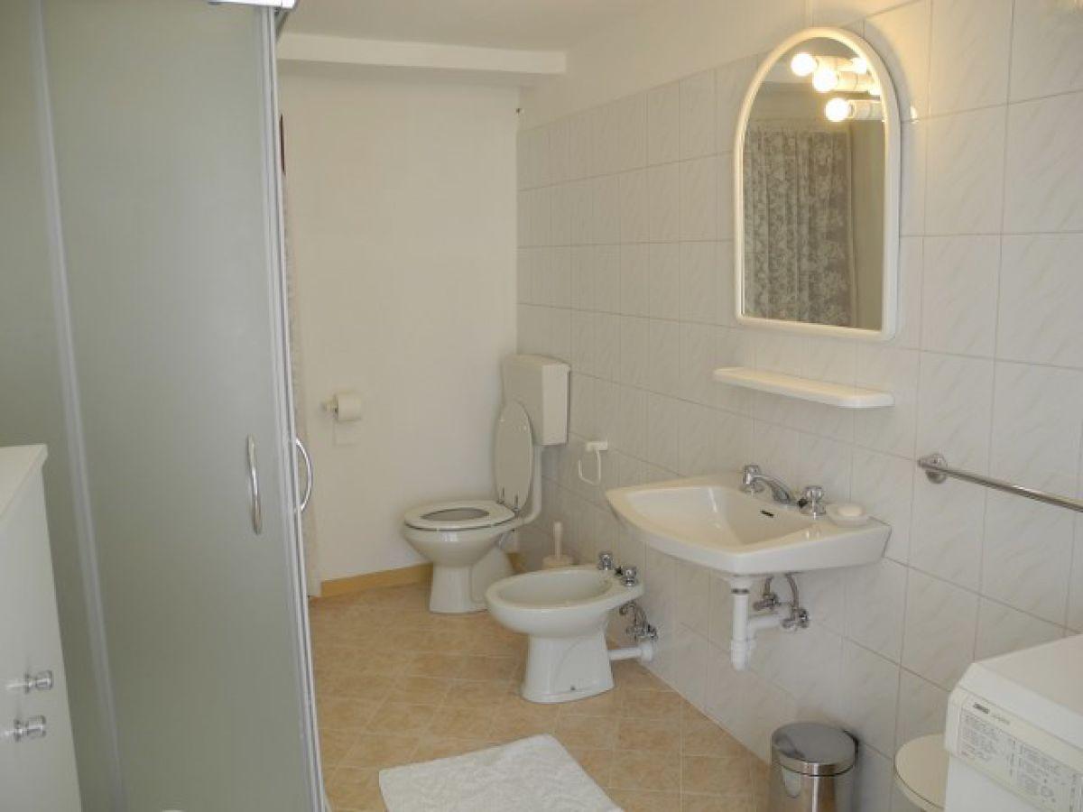 ferienwohnung casa angela san vito cremia frau roberta m. Black Bedroom Furniture Sets. Home Design Ideas