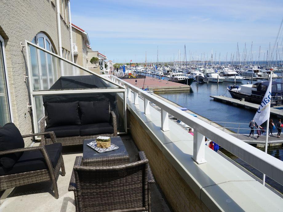 Balkon mit Blick auf Marina