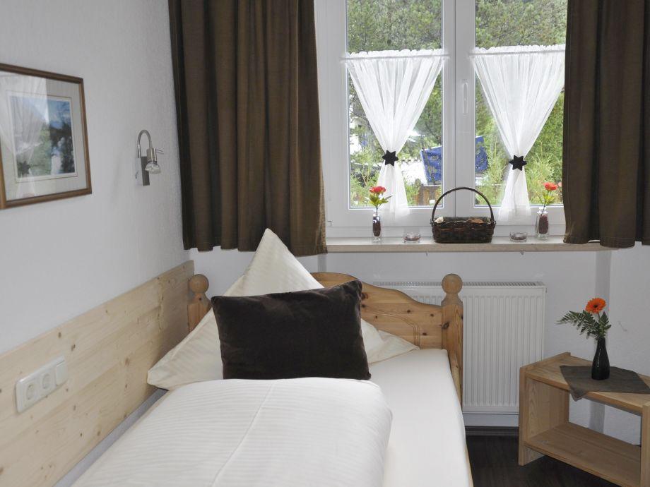 ferienwohnung haus erli wohnung erli 1 zugspitz region alpenwelt karwendel mittenwald firma. Black Bedroom Furniture Sets. Home Design Ideas