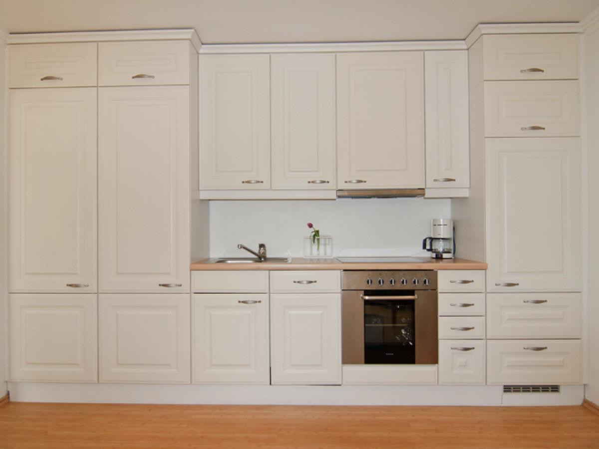 Haus blumenhof ferienwohnung westterrasse 5 nordsee for Komplette küche