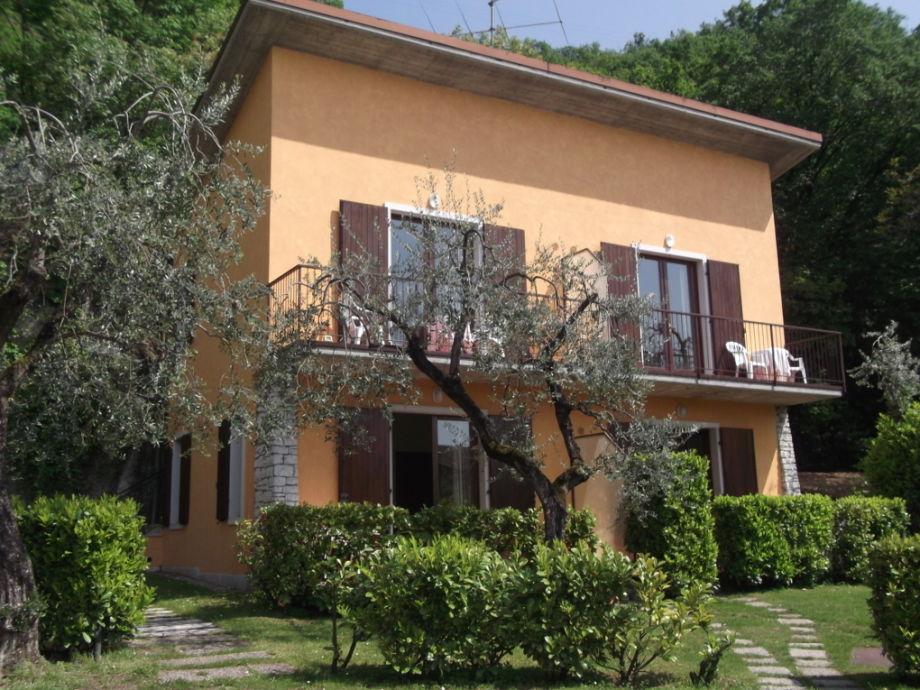 Außenaufnahme Villa Girasole FeWo studio mit Balkon und Seeblick