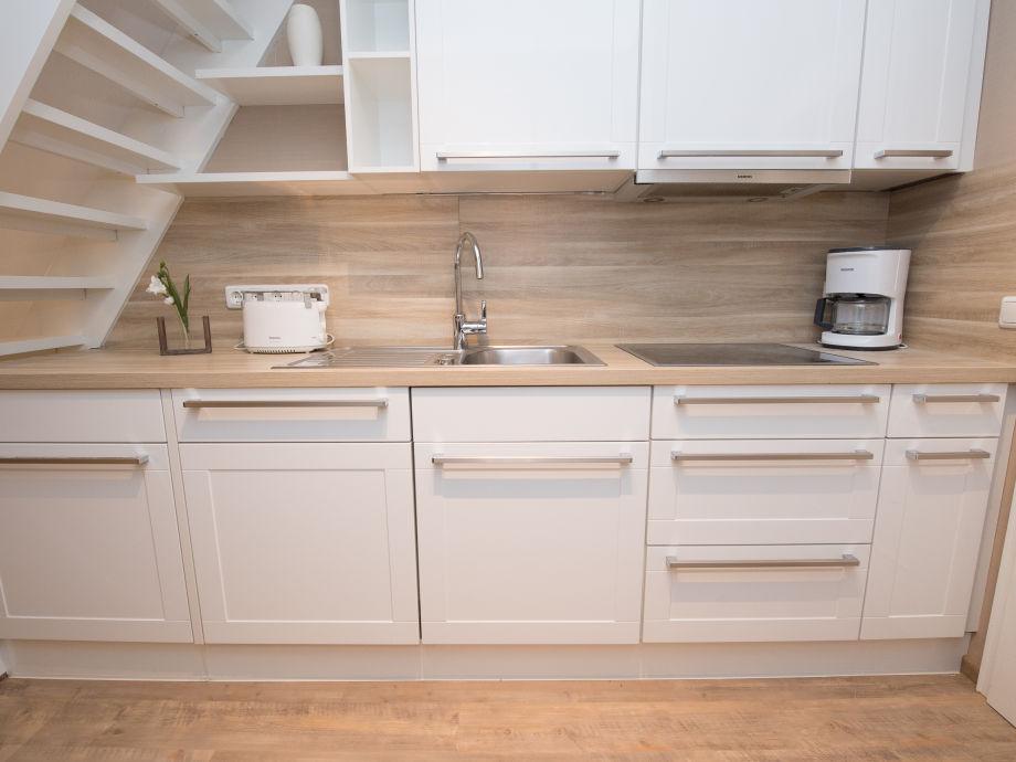 Küche mit großzügiger arbeitsfläche