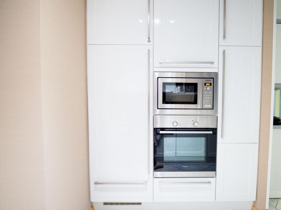 Küche mit backofen mikrowelle kühlschrank gefrierfach
