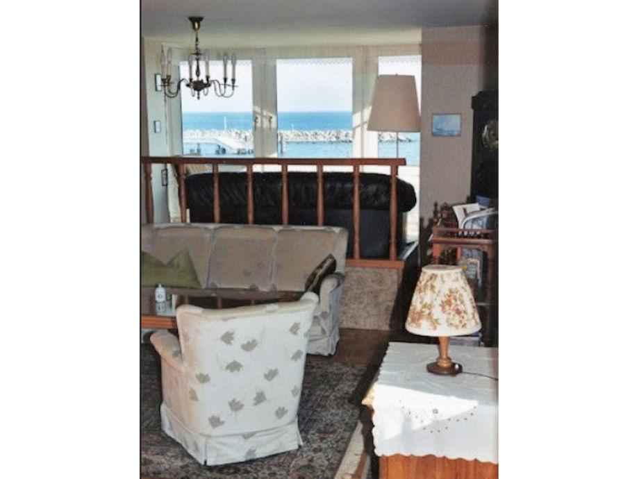 Wohnzimmer mit schöner Aussicht aufs Meer