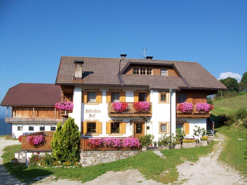 Ferienwohnung 2 im Bauernhof Latschenhof 3 Blumen