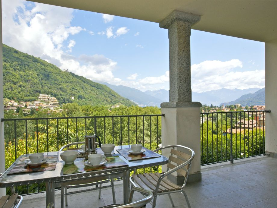 Balcony (approx. 15 m²) with beautiful view of the lake