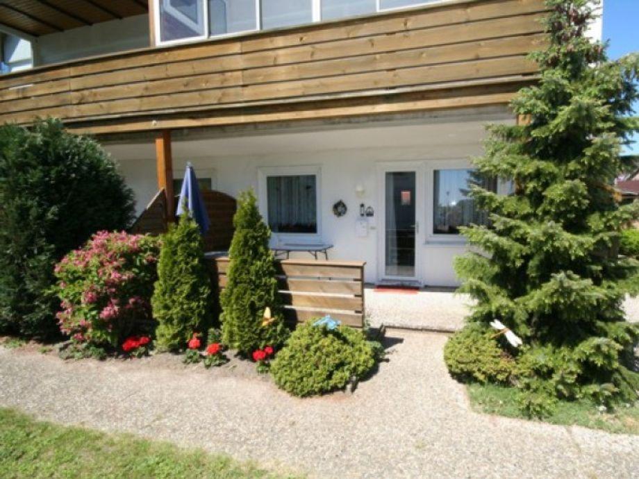 Außenansicht der Ferienwohnung mit Terrasse in Grömitz