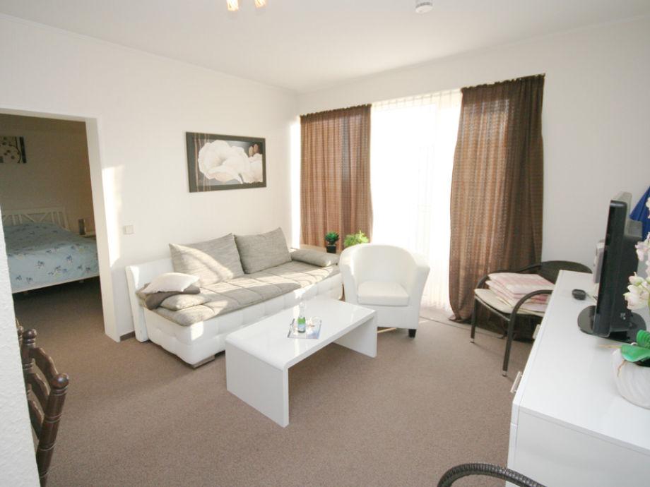 Das moderne Wohnzimmer mit Schlafcouch