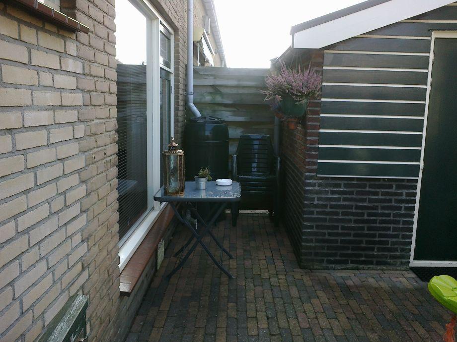 Kleine Terrasse mit Schaukel