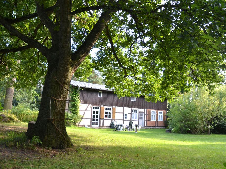 Romantisches Fachwerkhaus im großen Garten