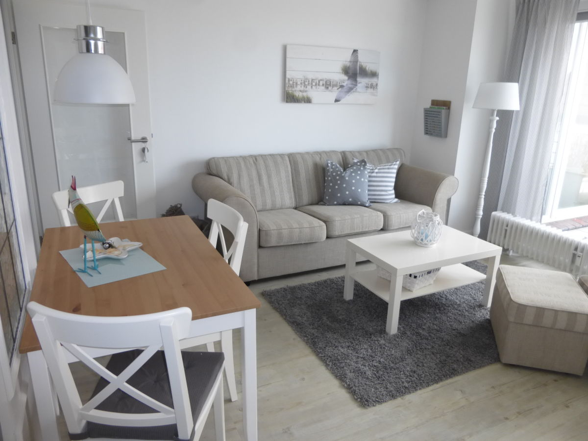 ferienwohnung mit meerblick maritim hell und modern. Black Bedroom Furniture Sets. Home Design Ideas